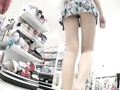 Astonishing upskirt video shows a perfect pussy