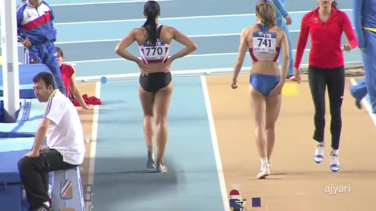 Long jump babe with a great ass in spandex