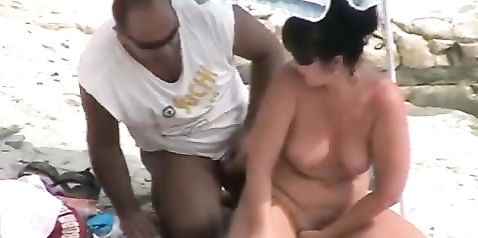 Great outdoor blowjob and doggystyle pounding