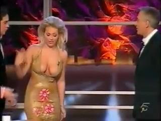 Everyone saw her little nipple