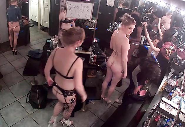 Spying on changing clothes in the store 1