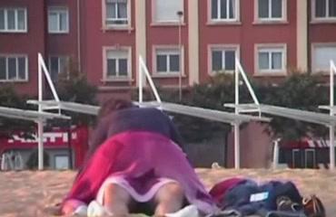 Rubbing the pussy on boyfriend's cock on the public beach