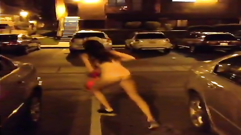 Chick goes nude on the parking lot