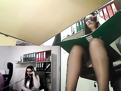 Office babe exposes her pussy to webcam fans