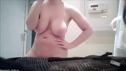 Curvy naked neighbor brushes her teeth