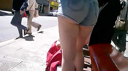 Beauty with great buttocks waits for the bus