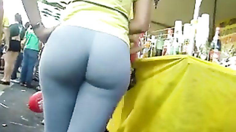 Big Brazilian ass in tight spandex pants