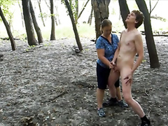 Experienced lady helps the stranger to cum