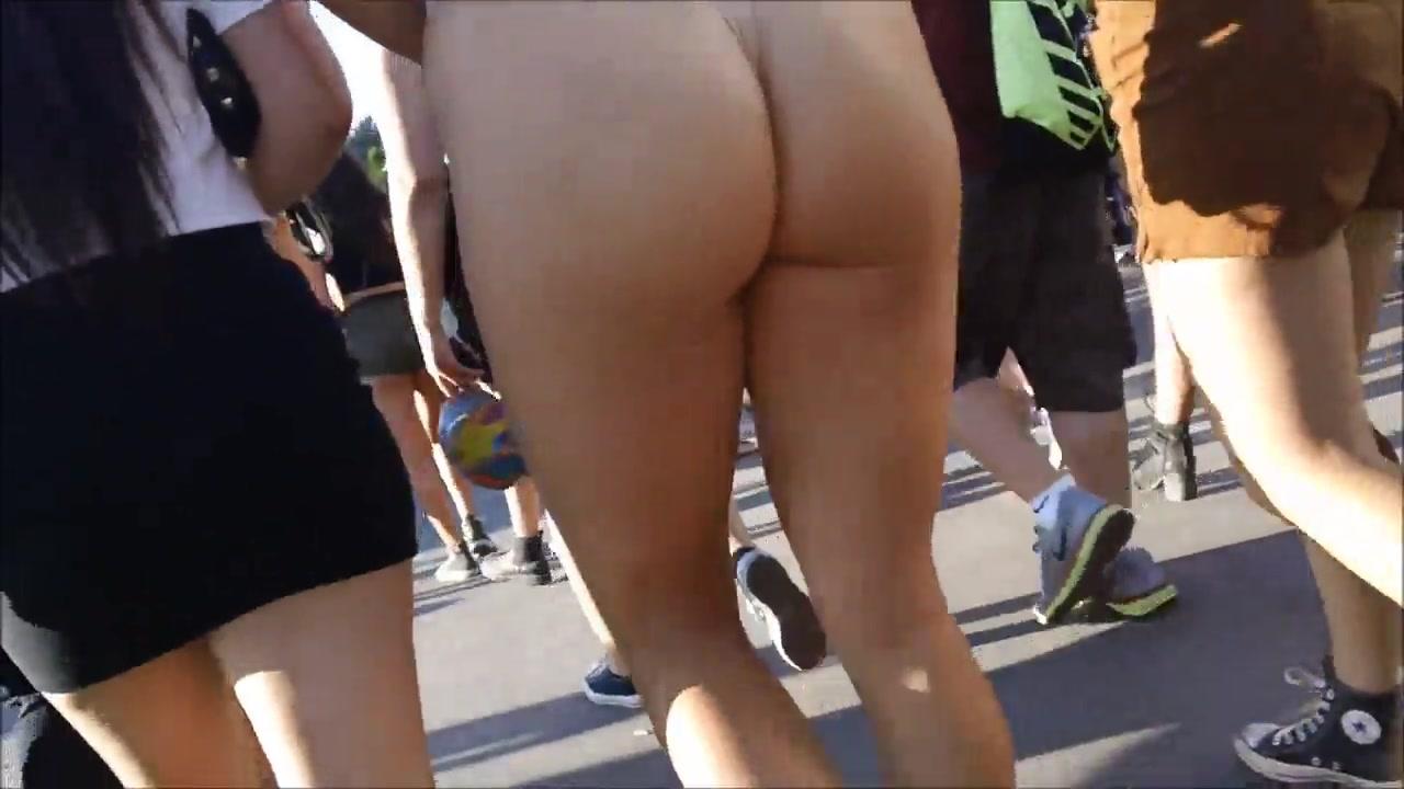 Spectacular buttocks of the shameless chick