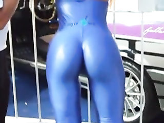 Car model with a hot ass in skintight spandex