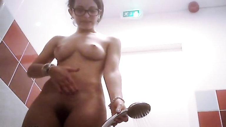 Sexy body girl takes a quick shower