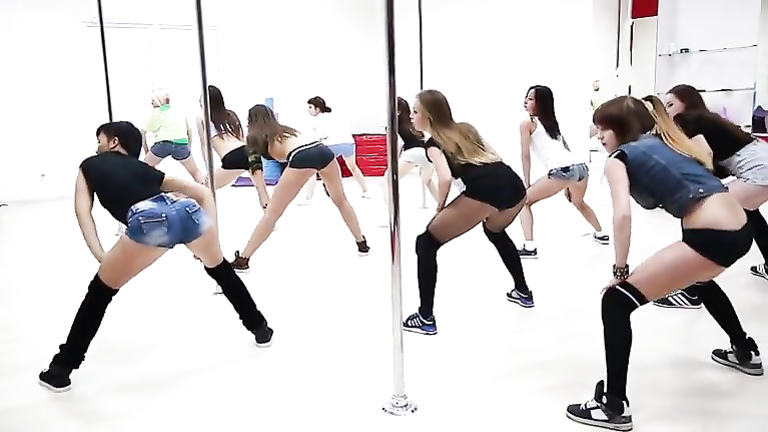 Babes practice popping their asses at dance class