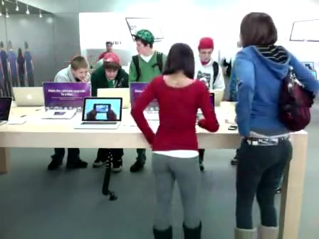 Fine ass girl in tights at the Apple Store
