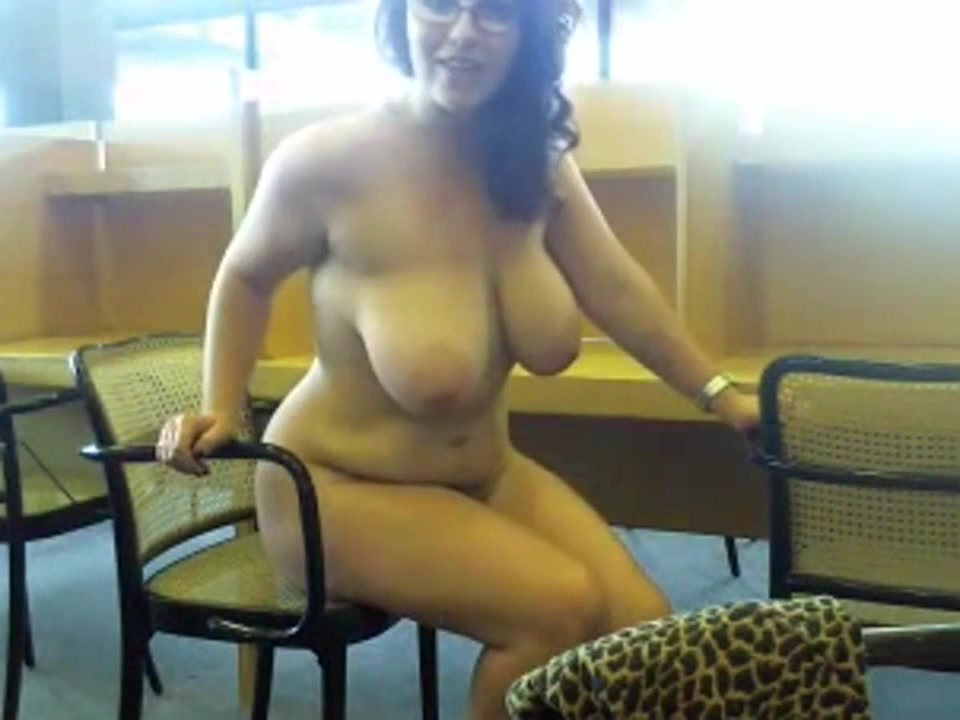 Curvaceous webcam model does a show in the library