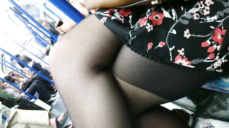 Man feels aroused when capturing lady's legs in the metro