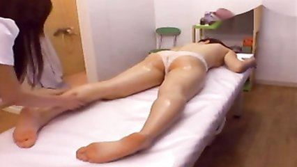 Asian masseuse gives a lesbian happy ending