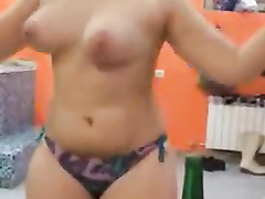 Curvy girl swings her big natural tits around