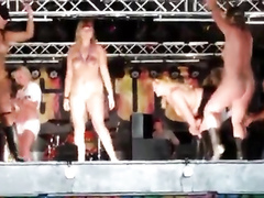 Crazy performance with the naked actors