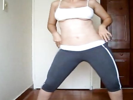 My girlfriend pisses in her yoga pants and peels them off