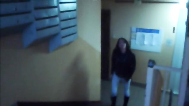 Girlfriend pees in her jeans in the stairwell