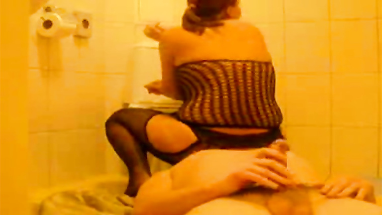 Housewife peeing in mouth